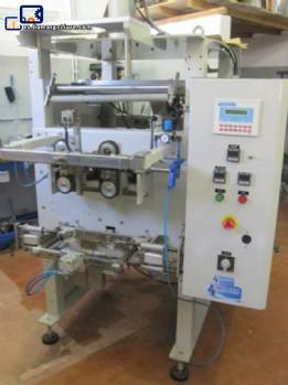 Stand up pouch type packaging machine